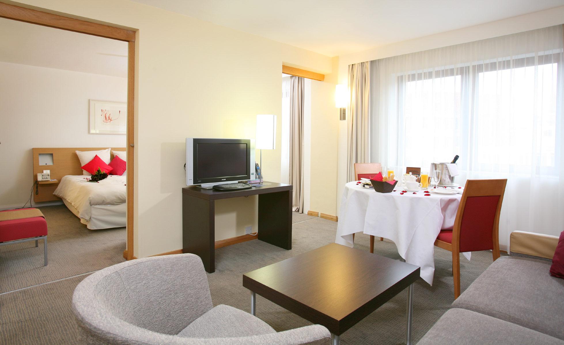 Novotel bedroom Suite / Accor Hotels