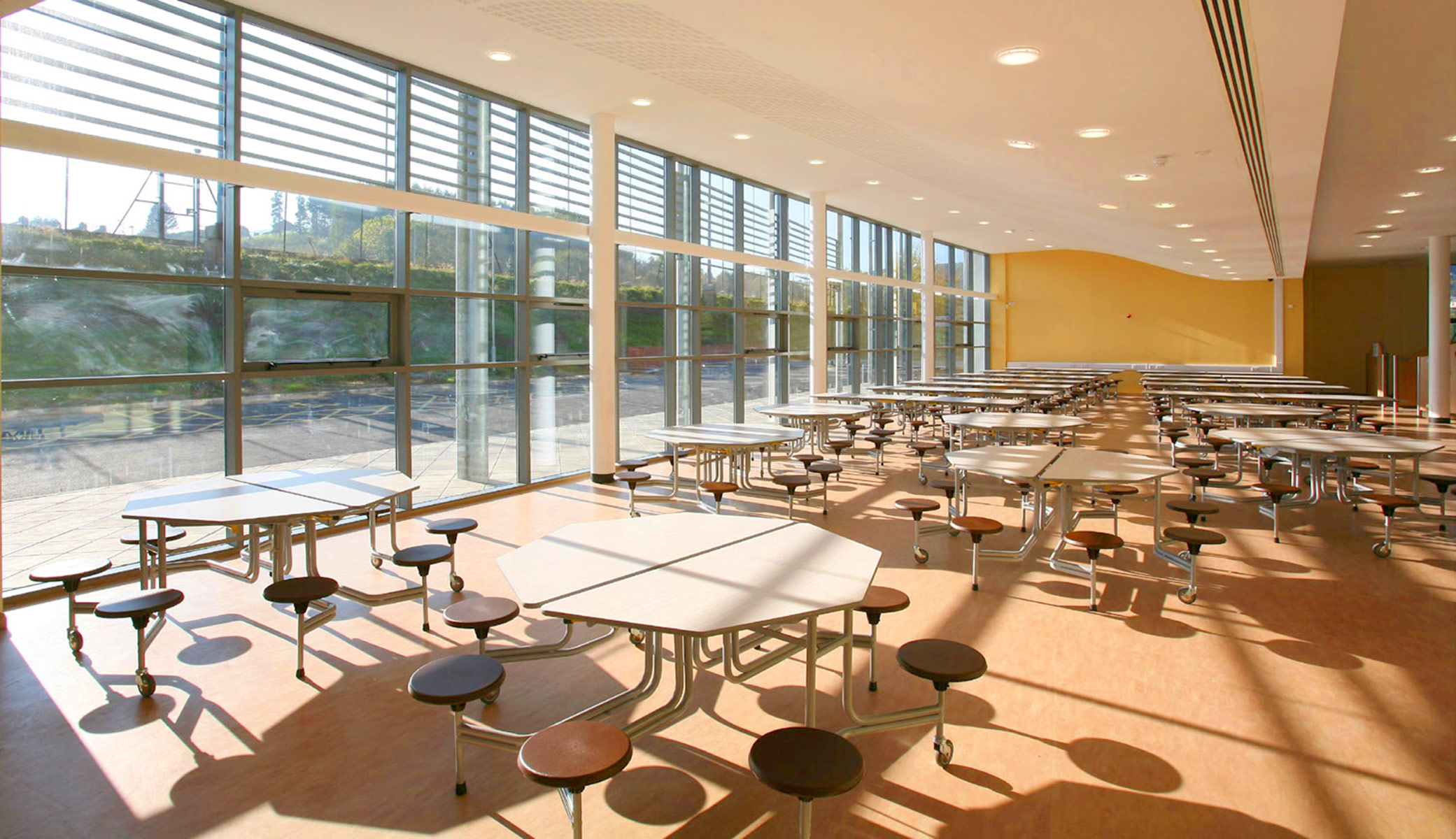 West Monmouth School / Powell Dobson Architects